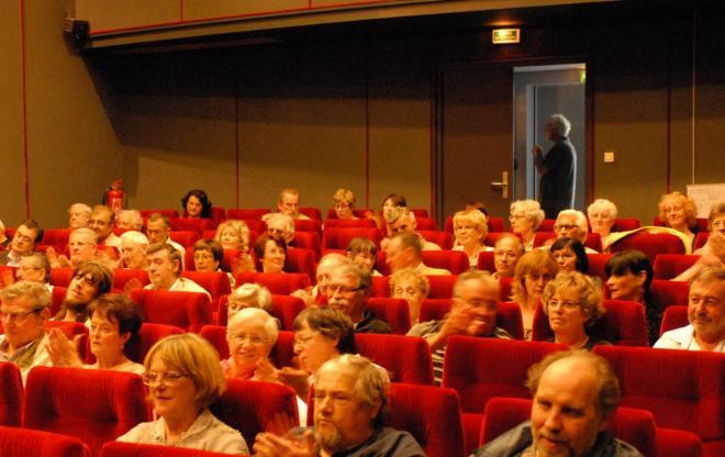 Eysines-Une vue de la salle Jean Renoir et du nombreux public