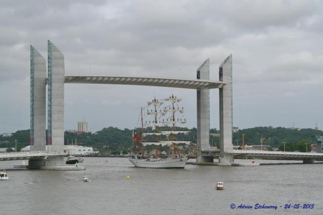 Cuauhtémoc-2013-05-24-Passage du Pont Chaban Delmas